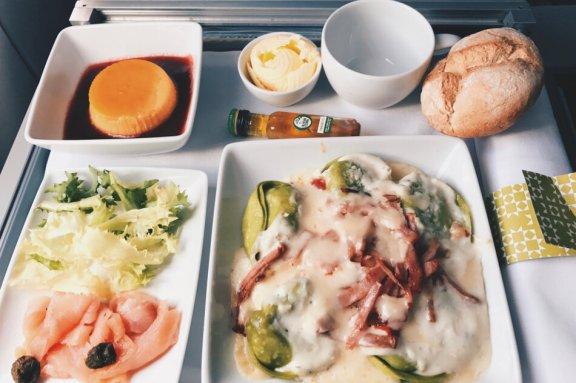 TAP Business Class Frankfurt - Lissabon Business Class Lunch warmes Mittagessen