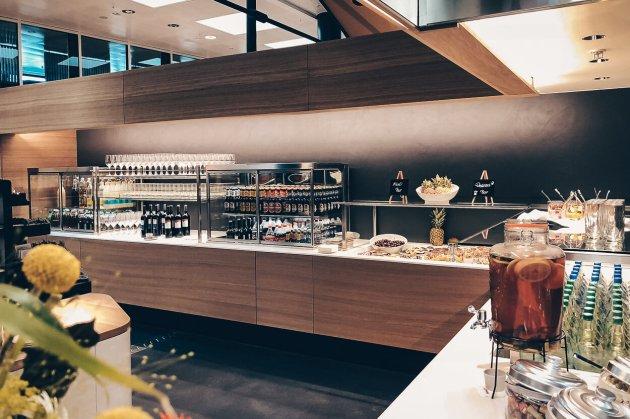 Neue Swiss Business und Senator Lounges Zürich A Senator Lounge Buffet