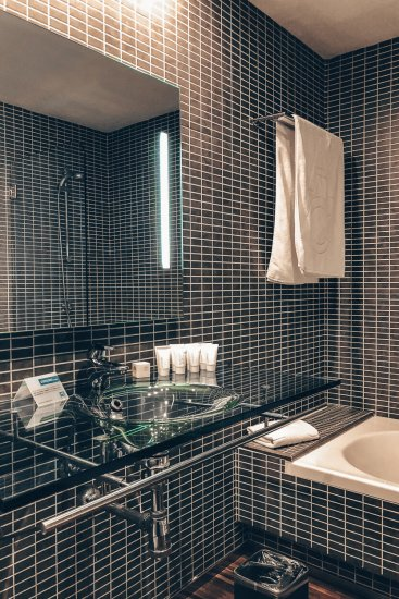 Review AC Hotel by Marriott Madrid Airport Badezimmer