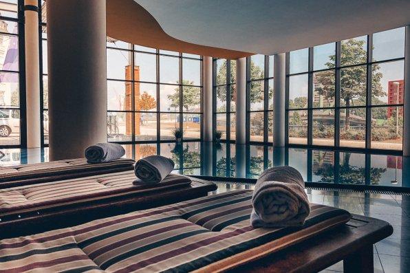 Lindner Hotel Main Plaza Frankfurt GYM Spa Swimmingpool