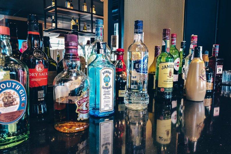 Review Iberia Business Lounge Madrid Premium Lounge Velázquez T4S Alkohol Bar