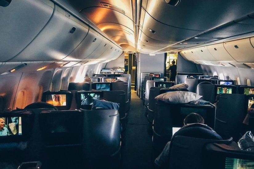 Review United Polaris Business Class Boeing 767 Kabine Schlafen