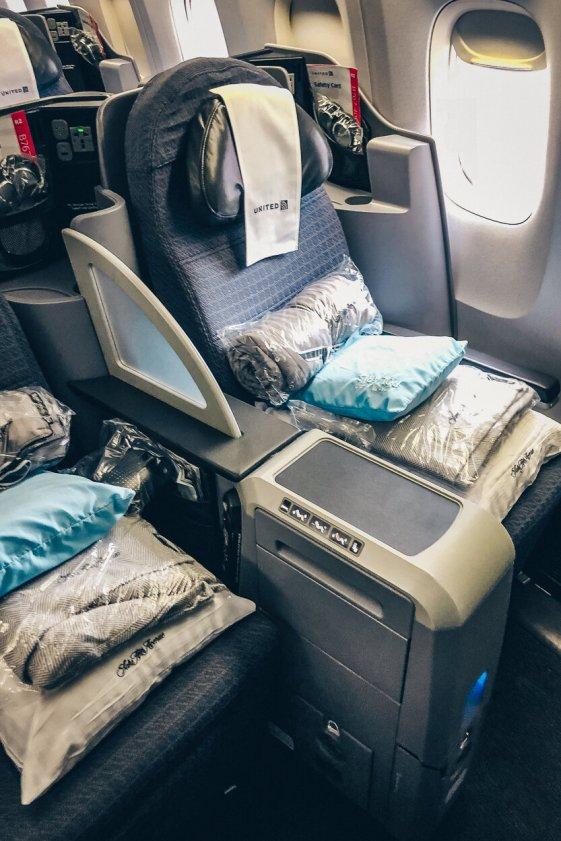 Review United Polaris Business Class Boeing 767 Berlin TXL - EWR Sitz 1A