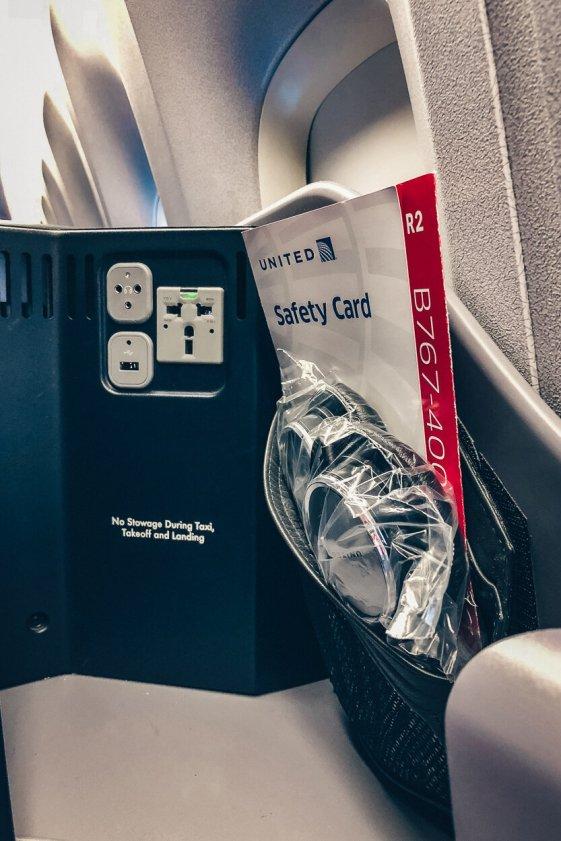 Review United Polaris Business Class Boeing 767-400 Berlin TXL - EWR Steckdose
