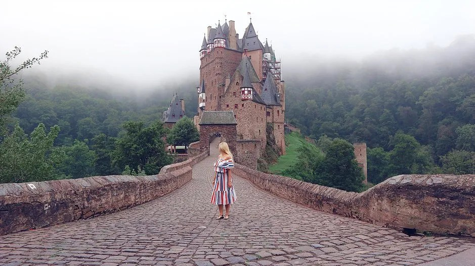 4 tips to travel the world with a full time job, Burg Eltz