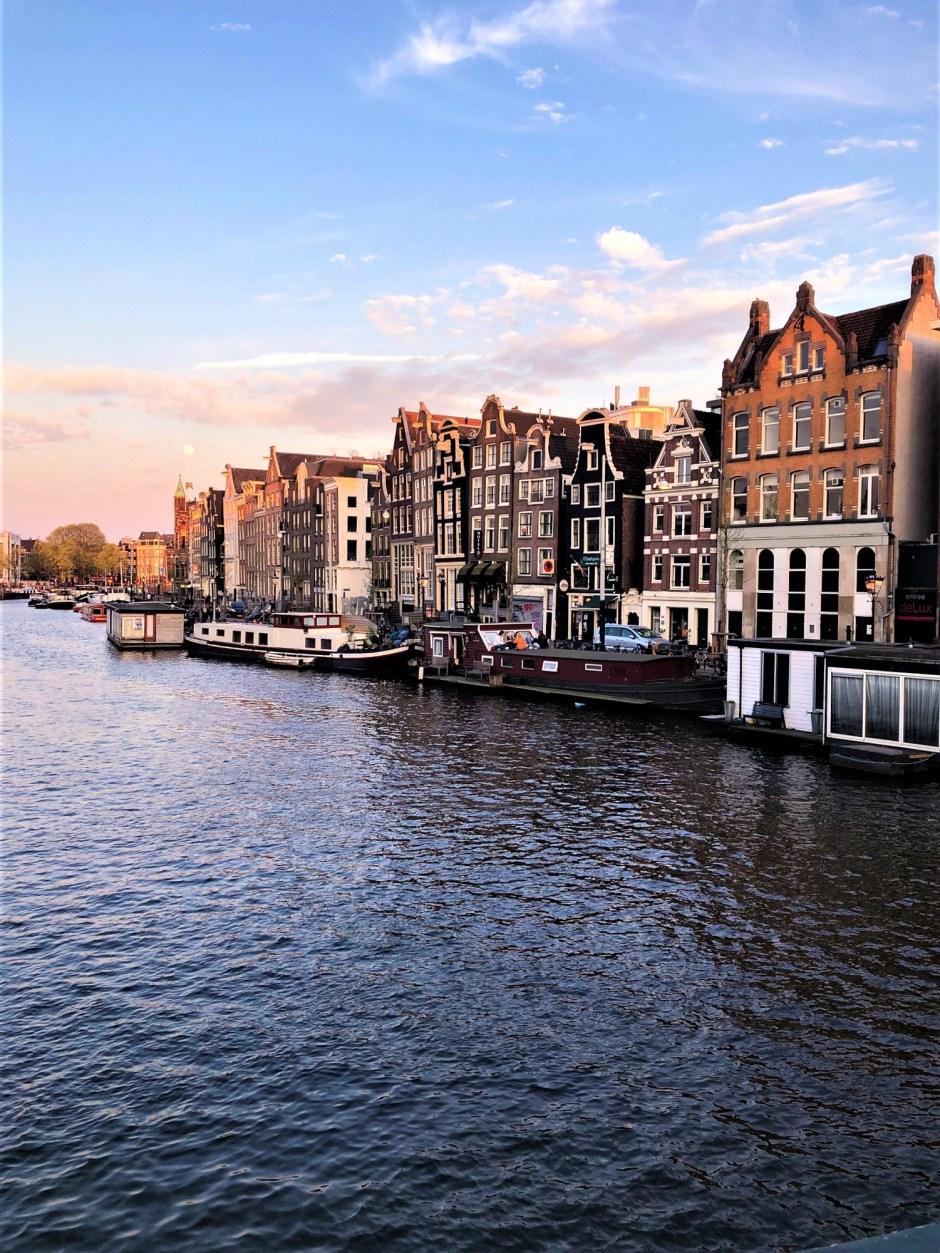 https://samseesworld.com/the-best-day-trips-from-amsterdam/