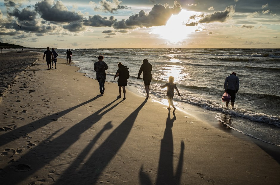 5 Unplugged Family Vacation Ideas for This Winter