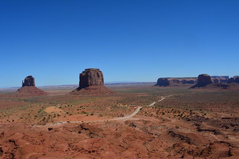 En face des mesas de Monument Valley