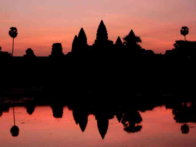 How to photograph sunrise while travelling. Reflections of Sunrise at Angkor Wat, Cambodia, South East Asia