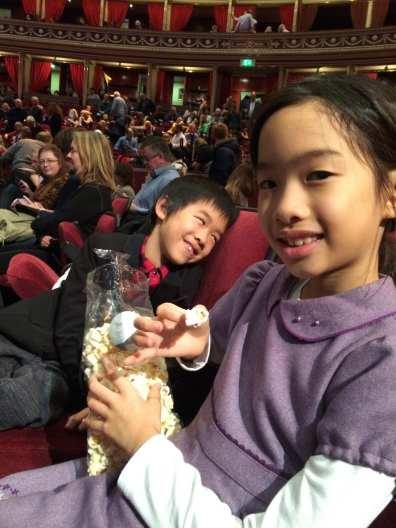 活動當天販售的是孩子們喜愛的爆米花