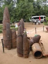 שרידי פצצות במחילות וין מוק באזור המפורז בוייטנאם