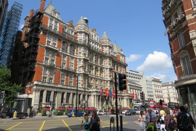 מרכז הקניות ברחוב בונד, לונדון.