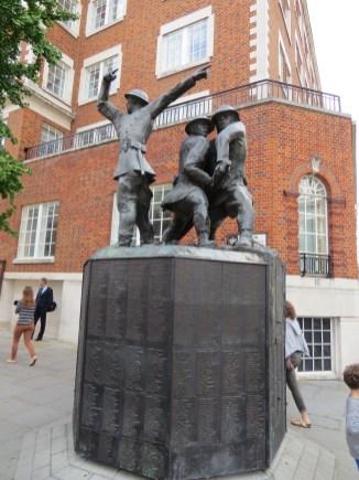 המצבה לזכר הלוחמים הבריטים בימי הבליץ על לונדון