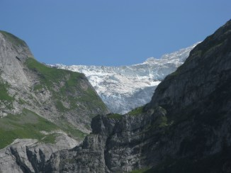 אטרקציות בשוויץ: הקרחון מעל גרינדלוואלד