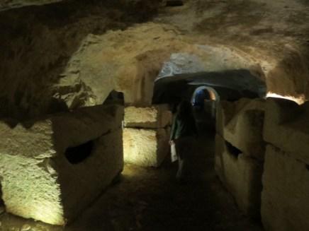 מערות הקבורה בבית שערים