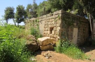 שרידי הבתים הראשונים של מושב אודים