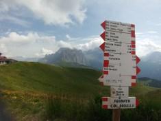מסלול הליכה בקול רודלה בהרי הדולומיטים