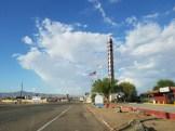 המדחום הגדול בעולם בעיירה בייקר בדרך ללאס וגאס