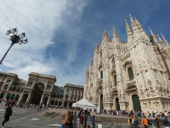 כיכר הדואומו במילאנו