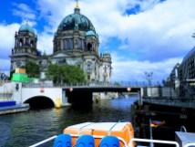 הברלינר דום נשקף מהשיט על נהר השיפרה בברלין