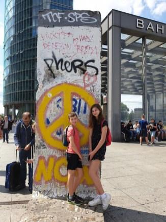 בסמוך לקטע מחומת ברלין בכיכר פוטסדאם