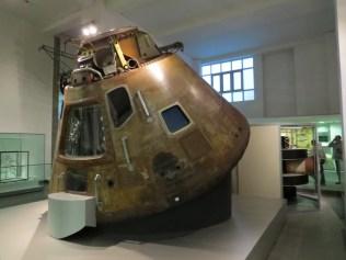 אחת מחלליות אפולו במוזיאון ההמדע בלונדון