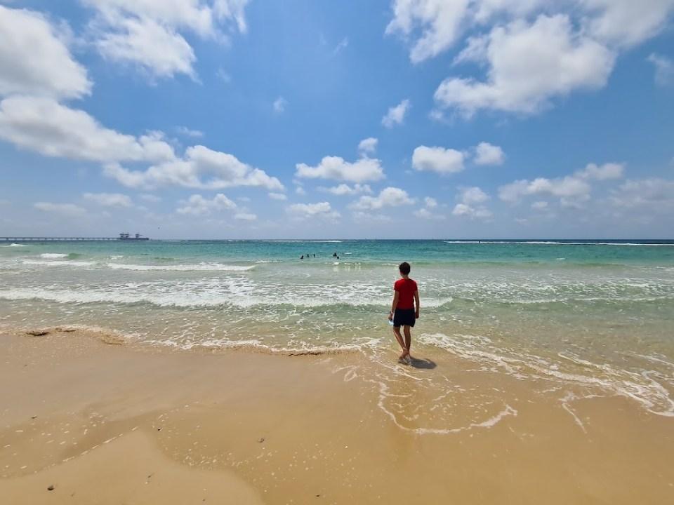 בחוף שדות ים