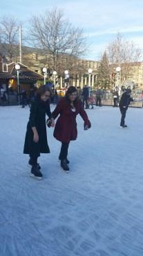 stuttgart x-mas fest - girls skating