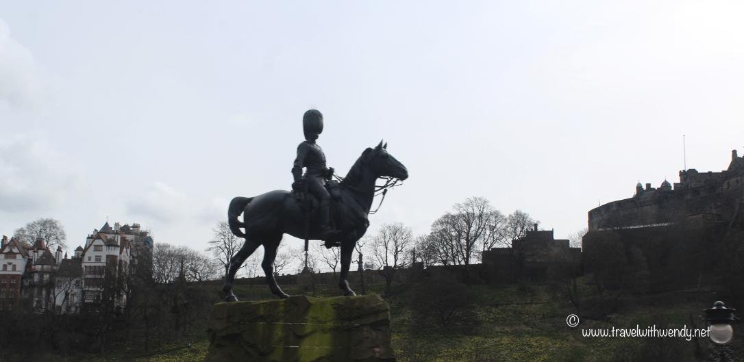 TWW - Edinburgh statue