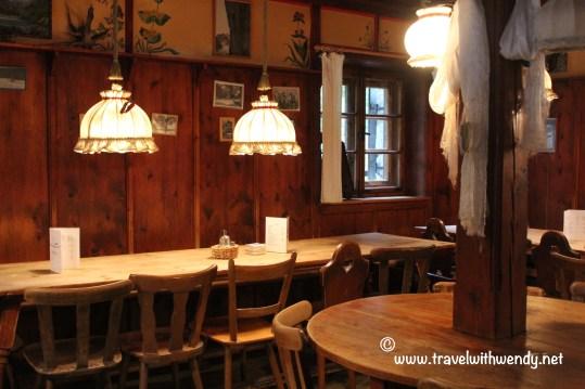 TWW - Reinattel hutte dining room