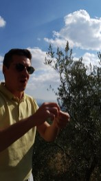 travel-with-wendy-cooking-in-italy-paolo-chatting