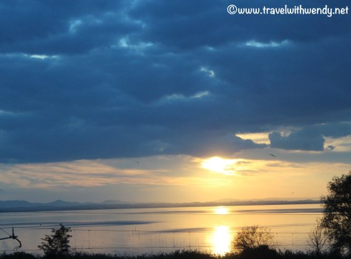 travel-with-wendy-cooking-in-italy-sunset-on-lake-perugia