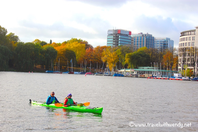 canoeing-in-the-bay-visit-hamburg