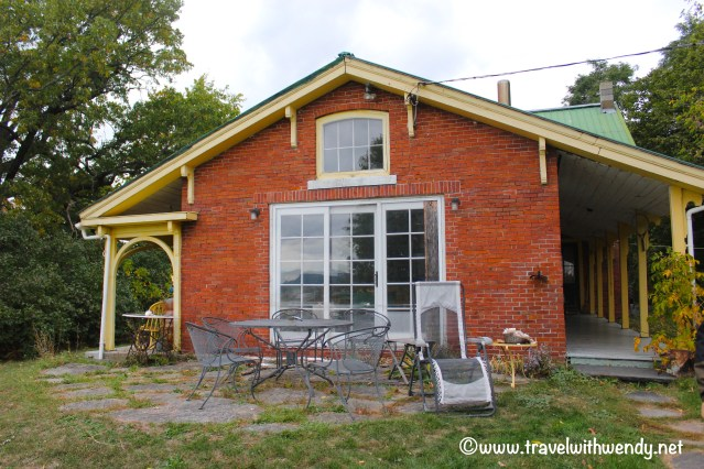 travel-with-wendy-homey-cottage-in-vermont-fall-in-love-with-vermont-www-travelwithwendy-net