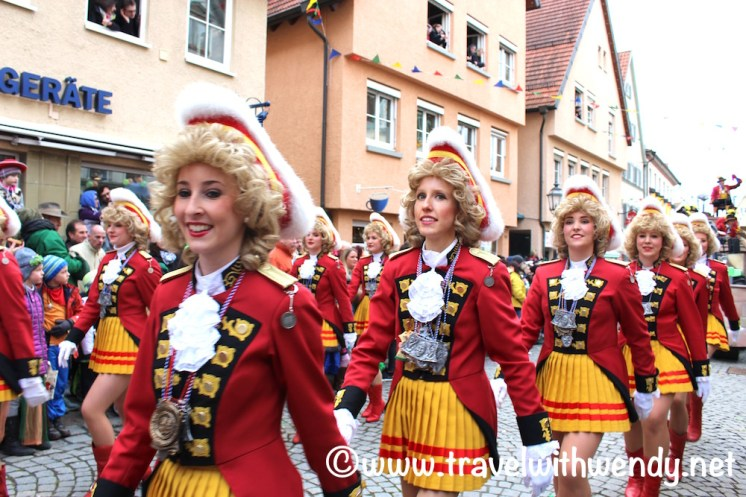 pretty-girl-and-parade-weil-der-stadt