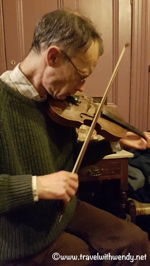 violin-playing-dick-macks