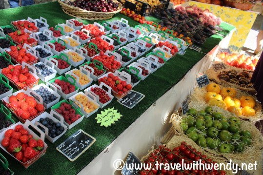 Freshfruit and produce - Bonnieux - France