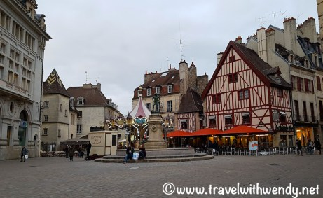 place-de-theatre-dijon