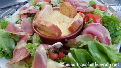 Apt - lunch salad with Creperie