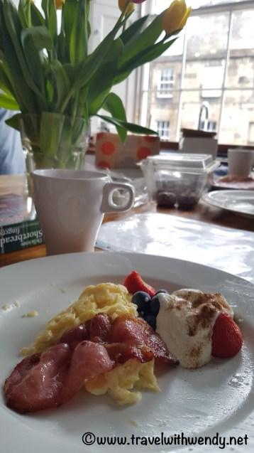 BEAUTIFUL HOLIDAY HOMES -Yummy homemade breakfast in Edinburgh