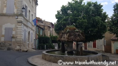 Walking the streets of Vaugines