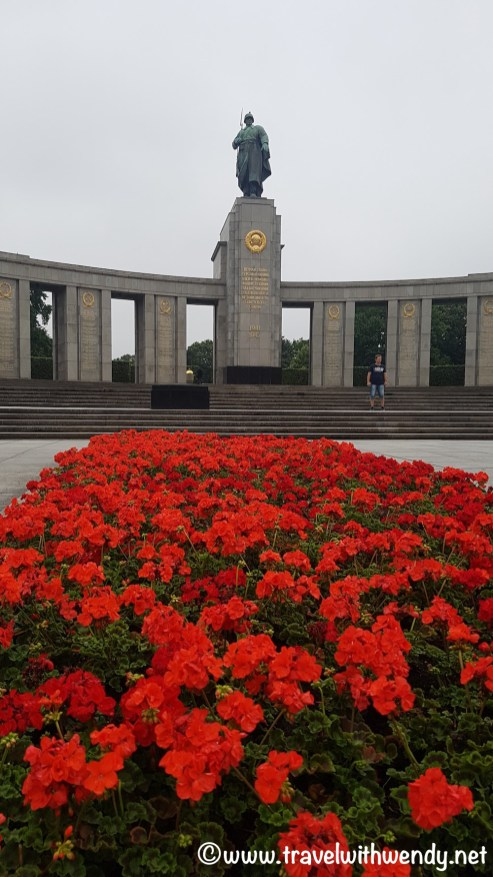 Berlin - Tomb of the unknown Russian soldier