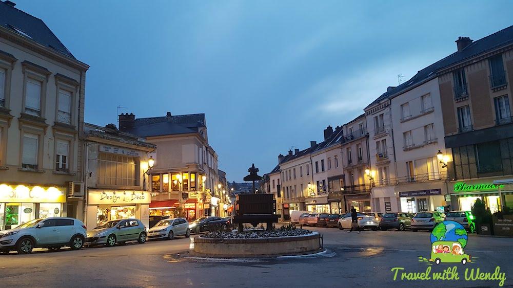 Walks at night in Epernay