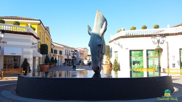 Gorgeous statue and fountain - mall square