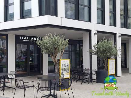 Entrance at Italiani
