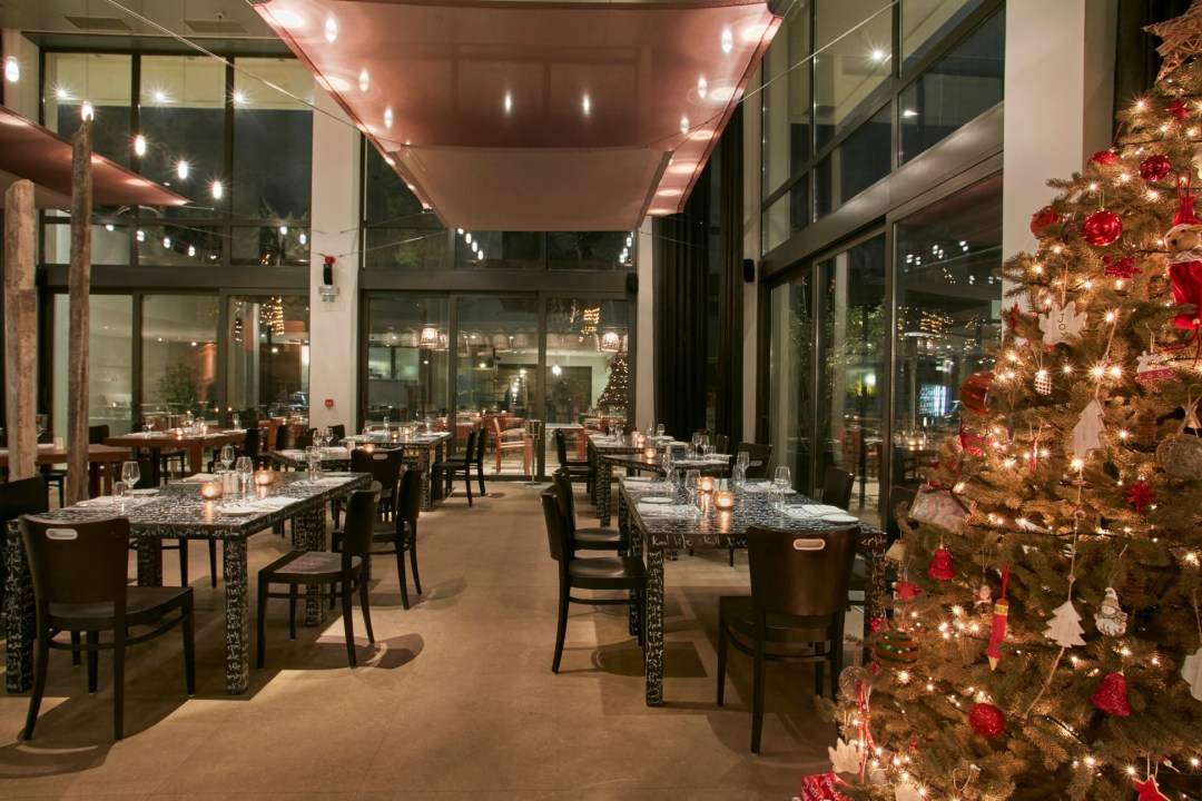 Travelworks | bluegr Hotels & Resorts | Christmas at Life Gallery Athens 03