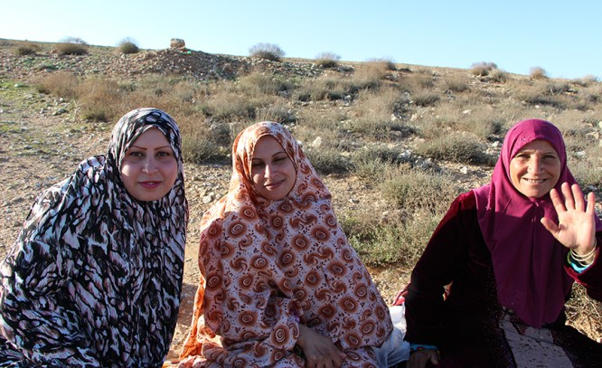 Jordanian_ladies_roadside_tea_hospitality_Jordan_TravelXena_3