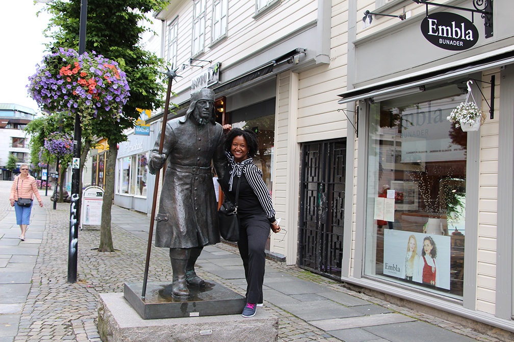 Travel_Xena__statue_Stavanger_Norway_TravelXena_1