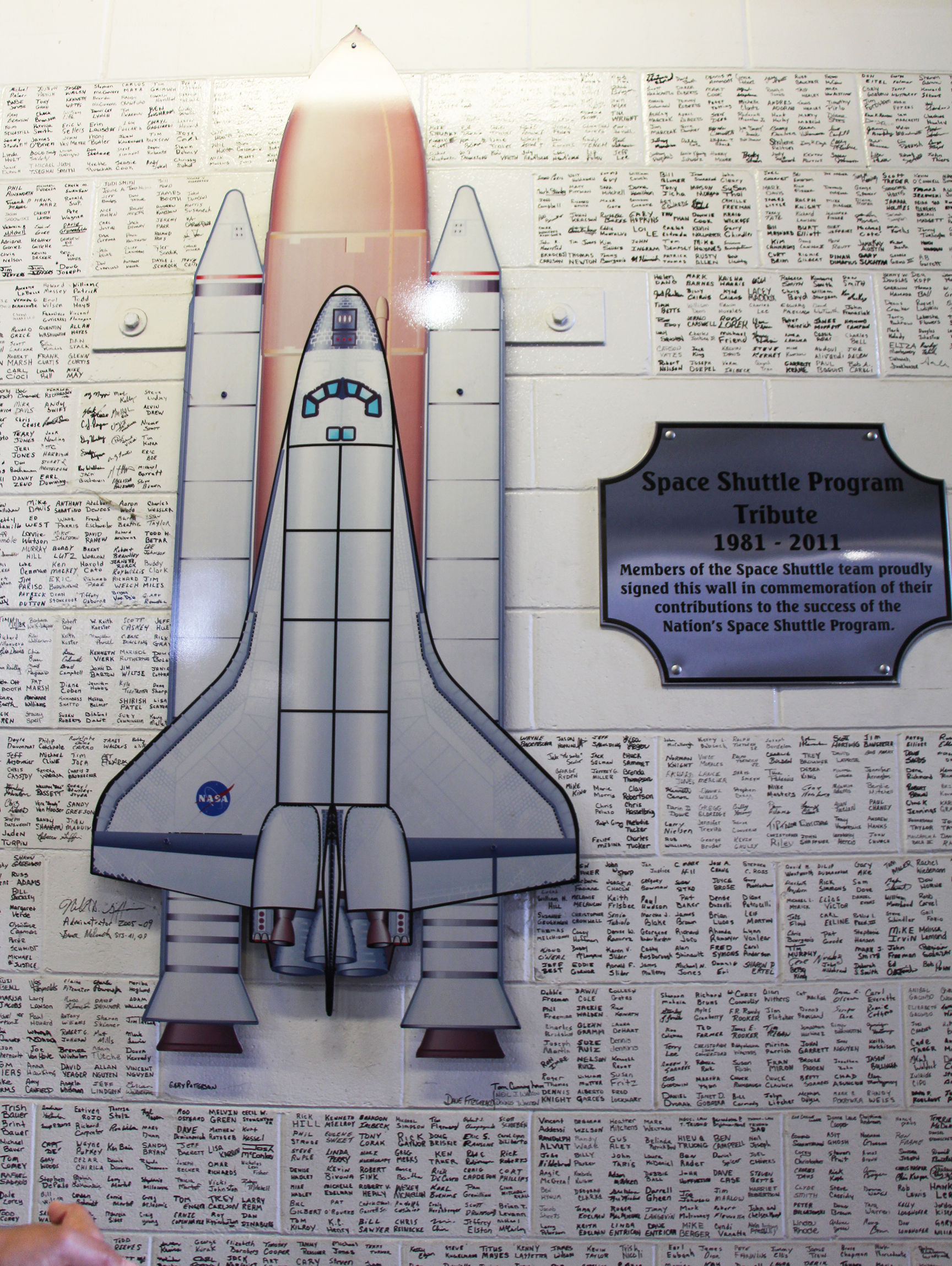 space_shuttle_program_tribute_1981_2011_vab_nasa_travelxena_2