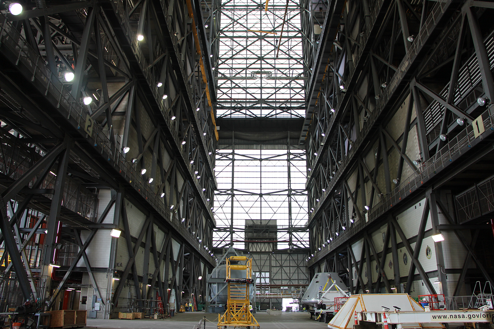 vehicle_assembly_building_vab_nasa_travelxena_31